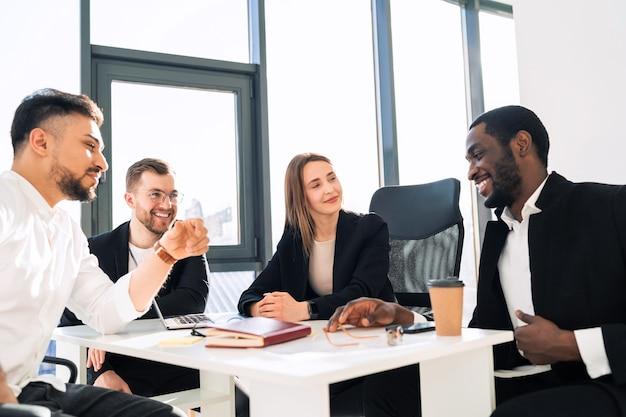 Réunion de bureau des travailleurs de l'entreprise