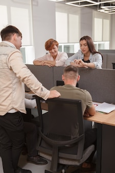 Réunion d'équipe au bureau