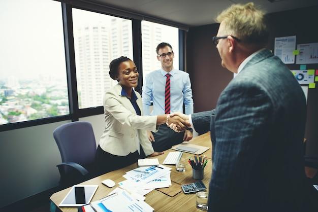 Réunion de gens d'affaires concept de salutation de poignée de main d'entreprise