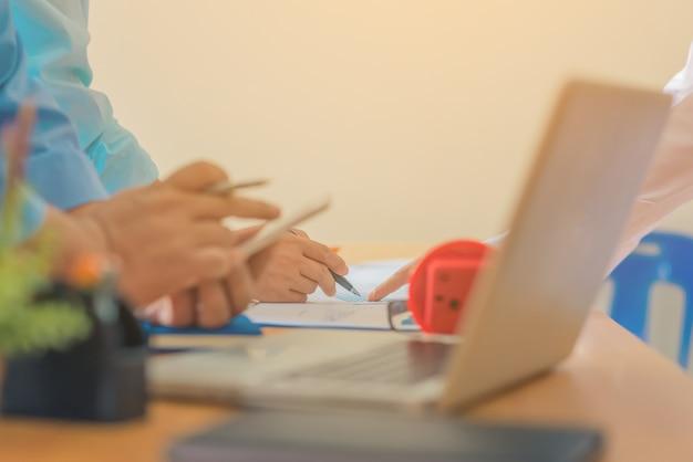 Réunion de travail d'équipe de travail concept de séance de brainstorming