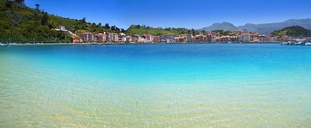 Ribadesella santa marina beach dans les asturies d'espagne