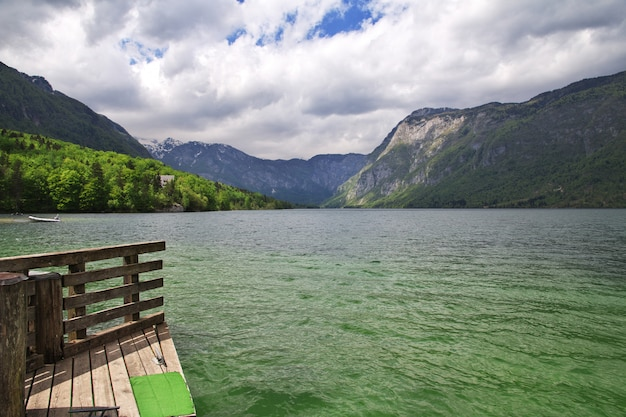Ribcev laz sur le lac bohinj, parc national de triglav, slovénie