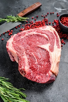 Ribeye sur l'os ou steak de cowboy. brut