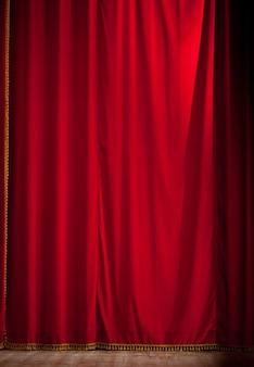 Rideau de théâtre rouge fermé