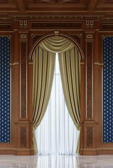 Rideaux dans une niche en bois sculpté dans un style classique.