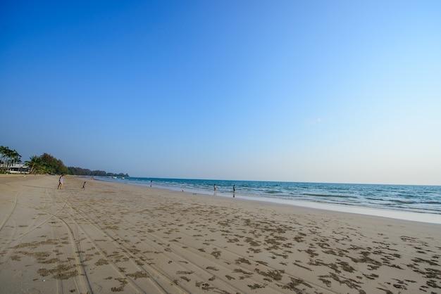 Rien à faire sauf profiter de la plage et de la mer. très bel endroit pour se détendre.