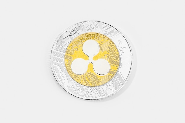 Ripple coin cryptocurrency isolé sur fond blanc