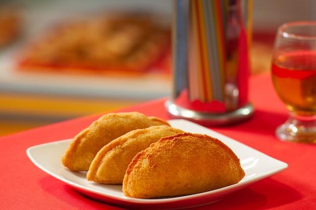 Risoles de poulet à la banane et au miel de rapadura gastronomie du nord-est du brésil