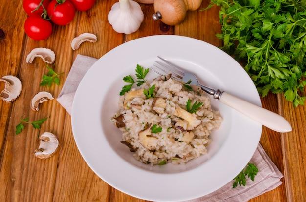 Risotto aux champignons, herbes fraîches et parmesan.