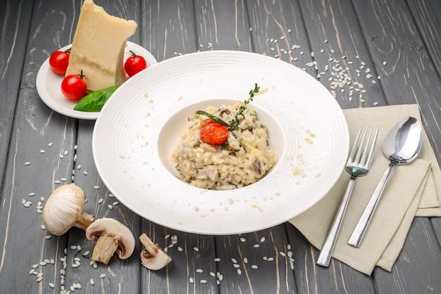Risotto aux champignons, persil et parmesan