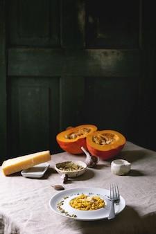 Risotto traditionnel à la citrouille avec ingrédients