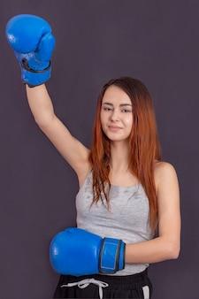 Risqué de blessure. les boxeuses changent d'attitude dans le sport. rise of women boxers. boxer mignon fille