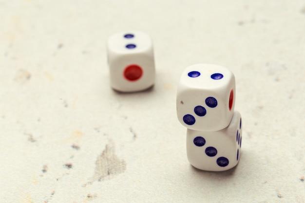 Risque, jouer aux dés
