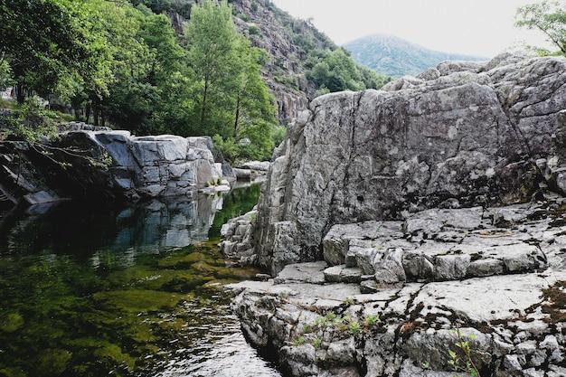 Rivière chassezac à pied-de-borne en lozère en france
