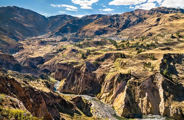 La rivière colca avec son canyon au pérou