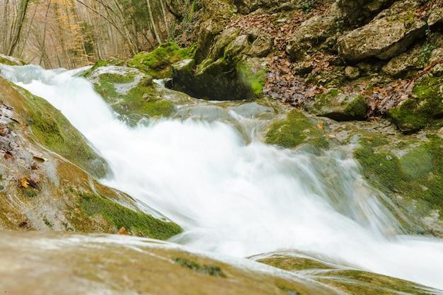 Rivière dans les montagnes