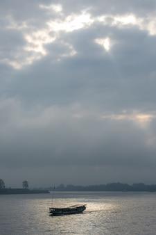 Rivière khong le matin chiangsan à chiangrai en thaïlande