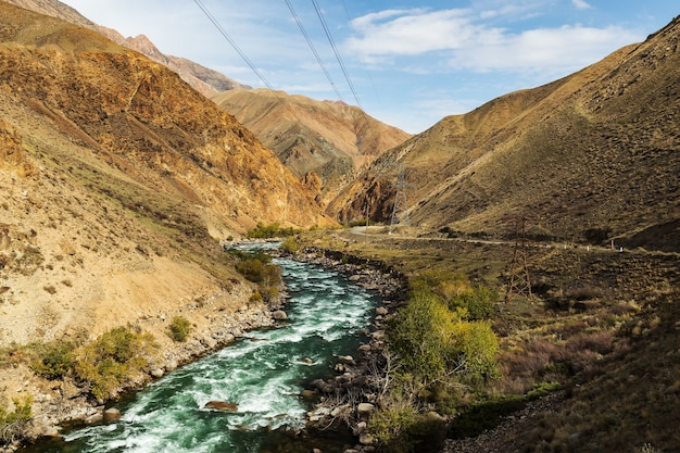 Rivière kokemeren, kirghizistan
