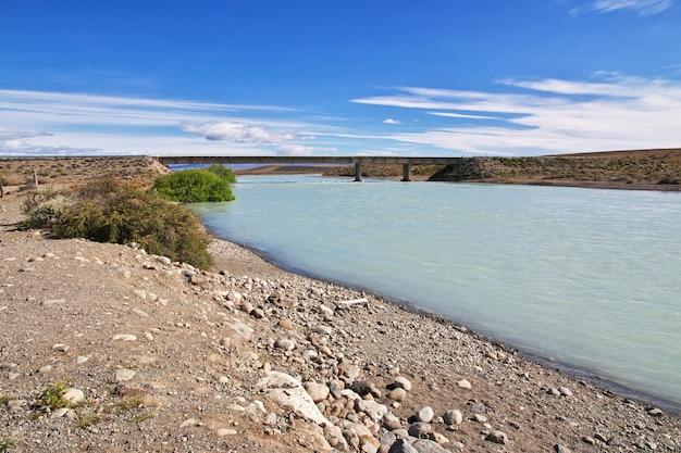 Rivière la leona en patagonie, argenina