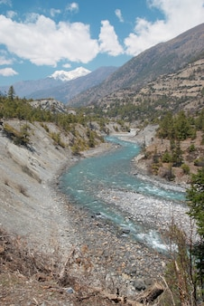 Rivière marsyangdi, traversez la vallée tibétaine.