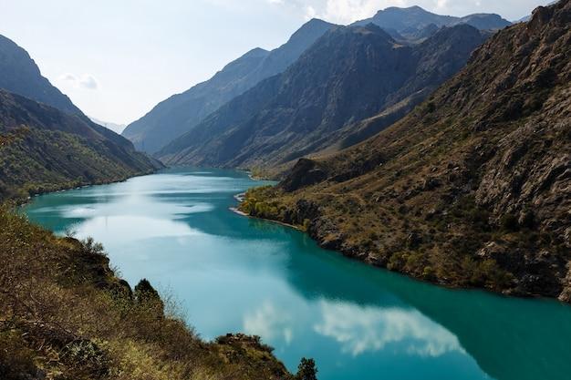 La rivière naryn au kirghizistan