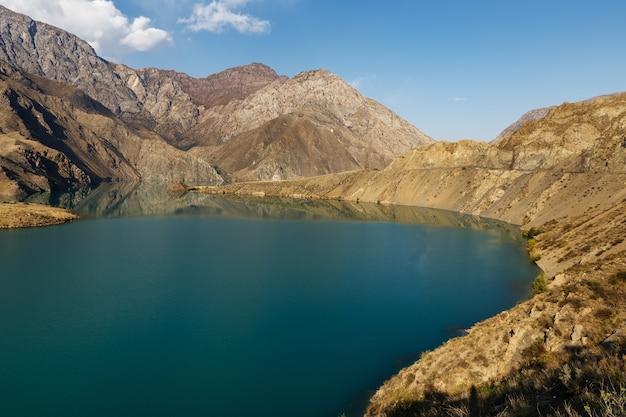 La rivière naryn, belle rivière de montagne, kirghizistan