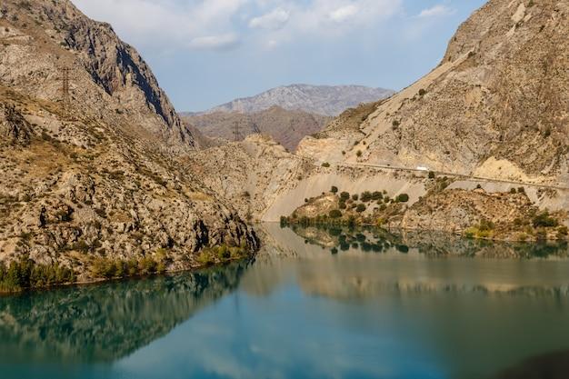 La rivière naryn, kirghizistan