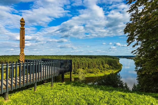 Rivière nemunas depuis la plate-forme d'observation de balbieriskis, en lituanie.