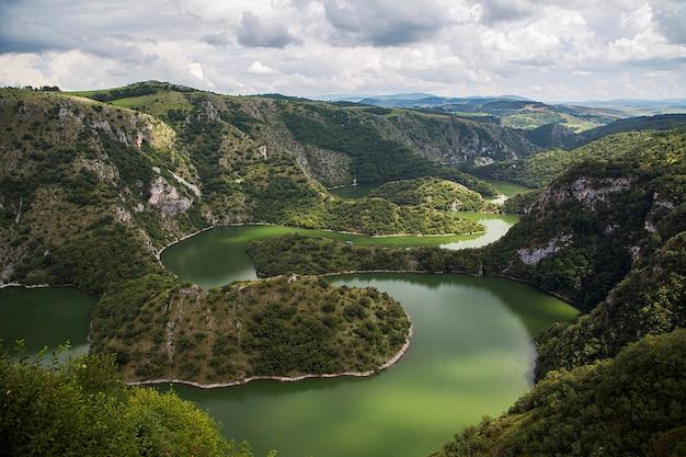 Rivière uvac en serbie