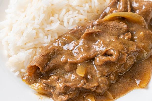 Riz au curry de boeuf en tranches