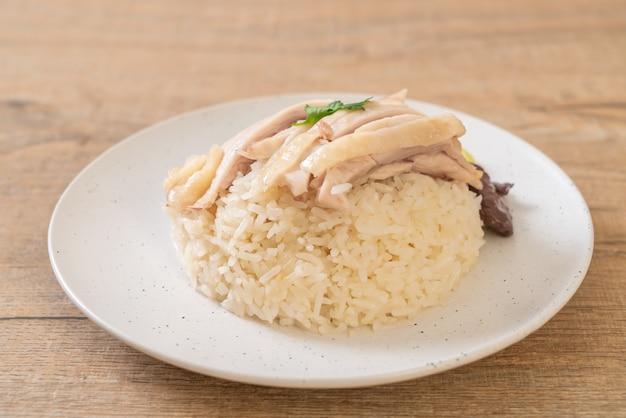 Riz au poulet du hainan ou riz au poulet cuit à la vapeur