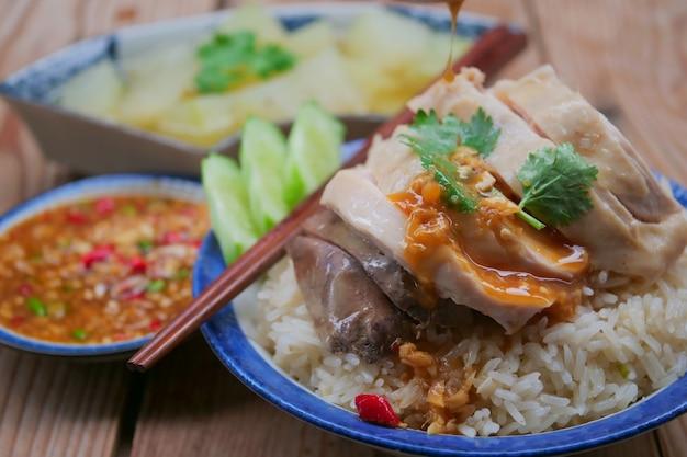 Riz au poulet hainanais avec sauce