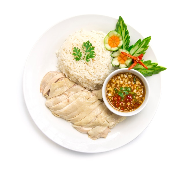 Riz au poulet hainanese cuit à la vapeur avec sauce soja