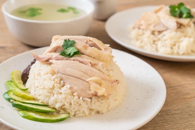 Riz au poulet hainanese ou riz à la vapeur de poulet