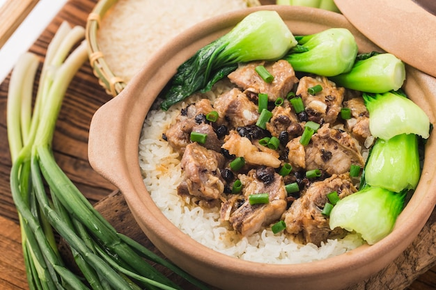 Riz à la cantonaise avec riz mijoté aux côtes levées