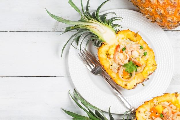 Riz frit à l'ananas, délicieux riz frit thaï authentique fait maison