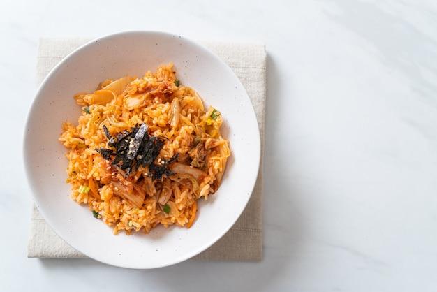 Riz frit au kimchi aux algues et sésame blanc