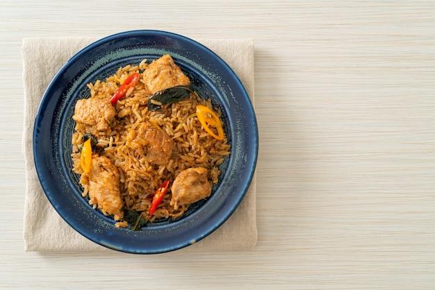 Riz frit au porc aux herbes - style cuisine asiatique