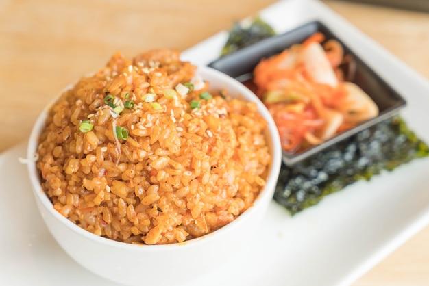 Riz frit au porc kimchi aux algues