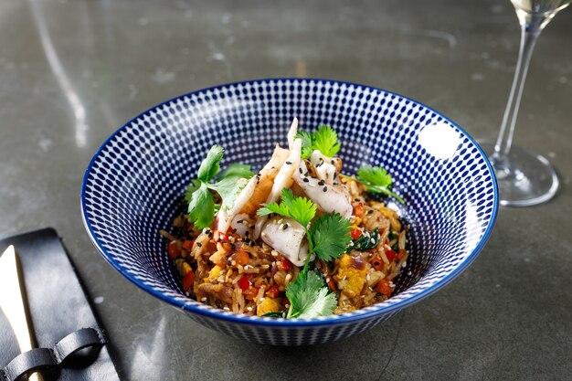 Riz frit aux calamars tom yum