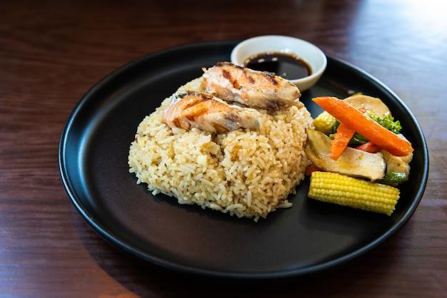 Riz frit grillé et maquereau à la japonaise