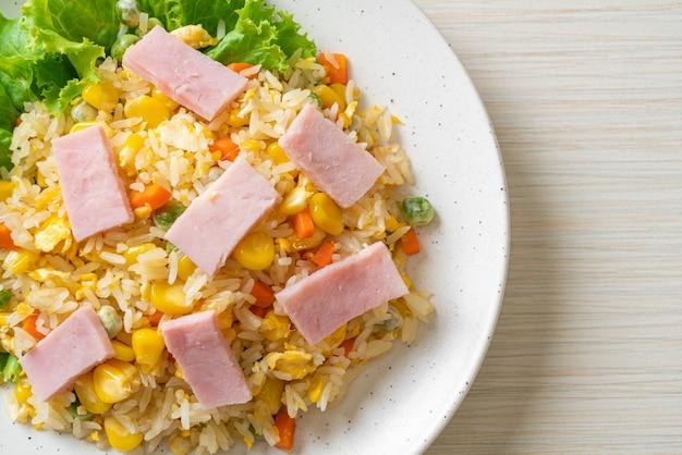 Riz frit maison au jambon et légumes mélangés (carotte, haricots verts, pois, carotte)