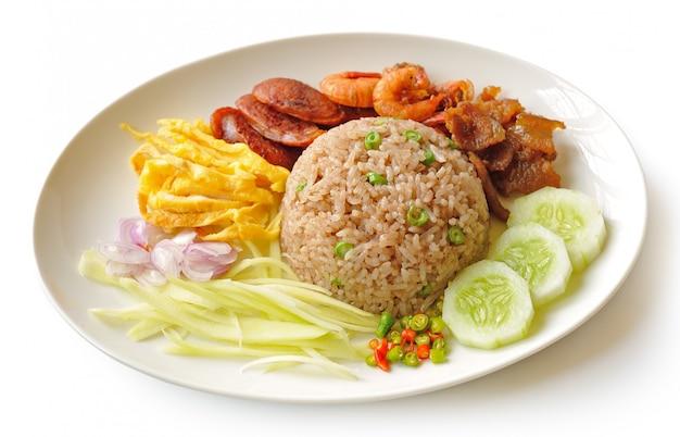 Riz frit à la pâte de crevettes, cuisine de style thaï