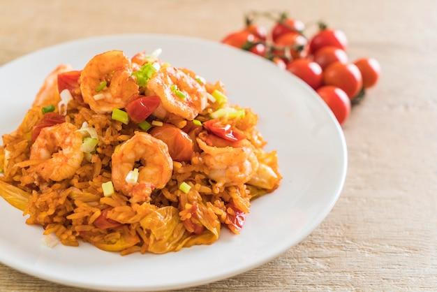 Riz frit avec sauce coréenne et crevettes