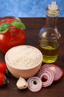 Riz et ingrédients pour risotto