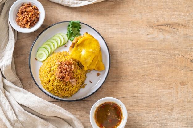 Riz jaune musulman au poulet