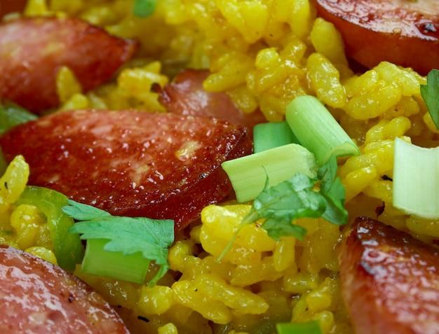 Riz sale - plat créole traditionnel à base de riz blanc à base de foie de poulet ou d'abats, poivron vert.le plus courant dans les régions créoles du sud de la louisiane