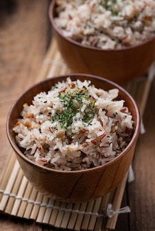 Riz sauté aux légumes et céréales