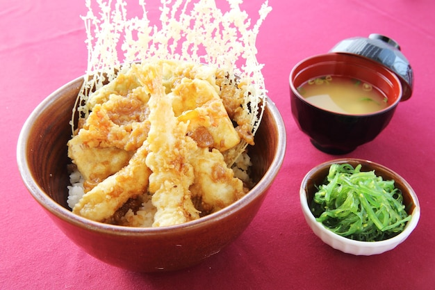 Riz avec tempura crevettes frites à la japonaise