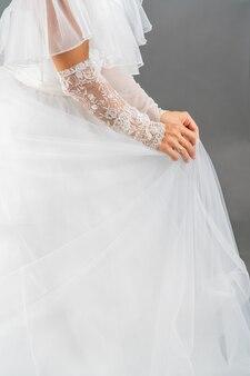 Robe blanche de la mariée. texture de tissu léger. tenue de mariage traditionnelle.